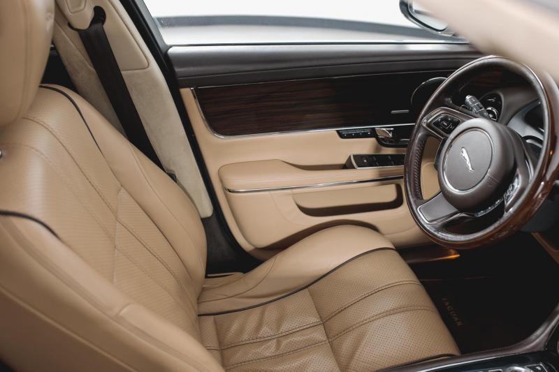 Jaguar XJ 3.0 D AT SWB (275 л. с.)