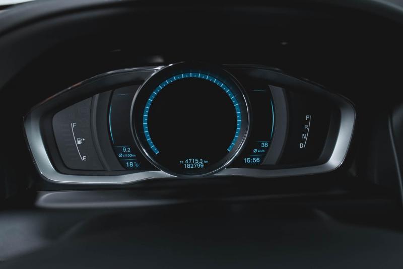 Volvo XC60-old 2.4 D4 Geartronic AWD (181 л. с.) Summum