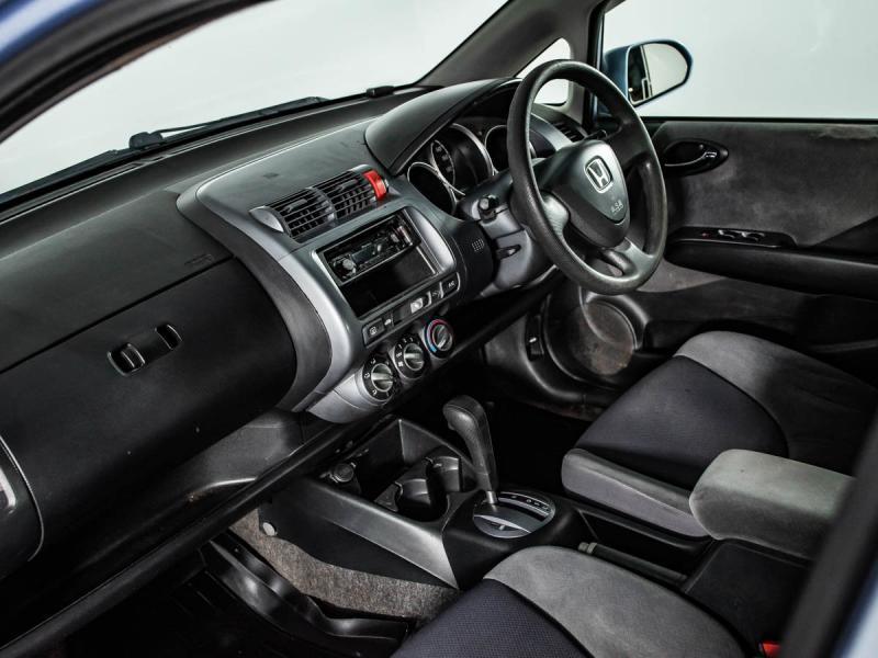 Honda Fit 1.3 CVT (86 л. с.)