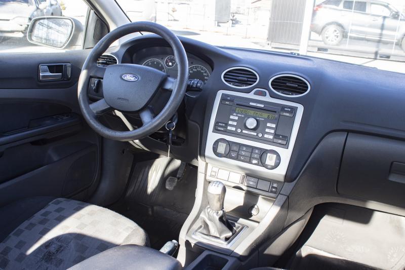Ford Focus 1.6 MT (101 л. с.)