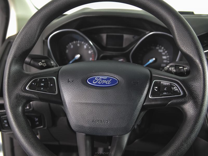 Ford Focus Хетчбэк 1.6 Ti-VCT MT (125 л. с.)